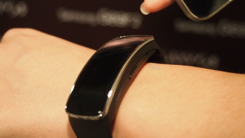 samsung-gear-fit-ycp-preview-on-wrist
